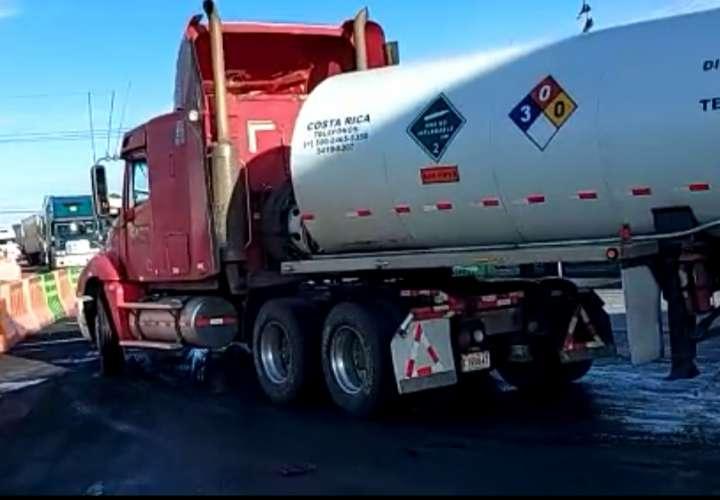 Inicia tránsito de camiones en frontera