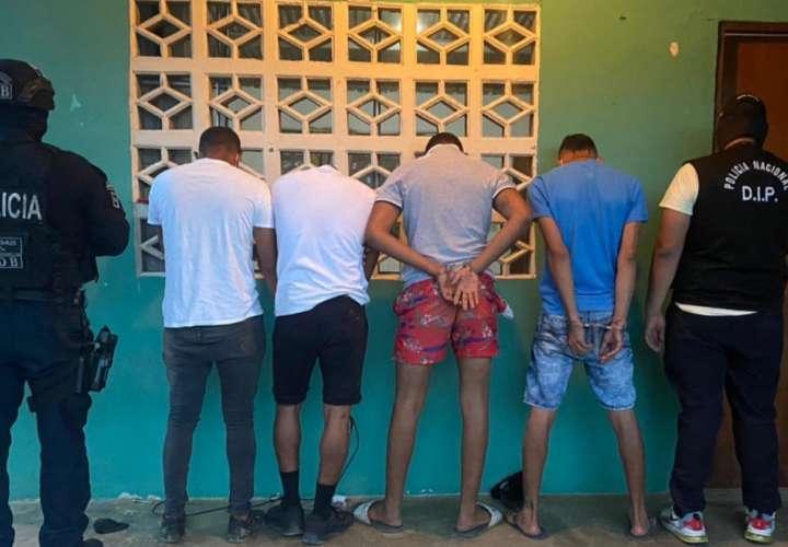 4 aprehendidos, armas, municiones y cocaína en Arraiján, La Chorrera y Gorgona