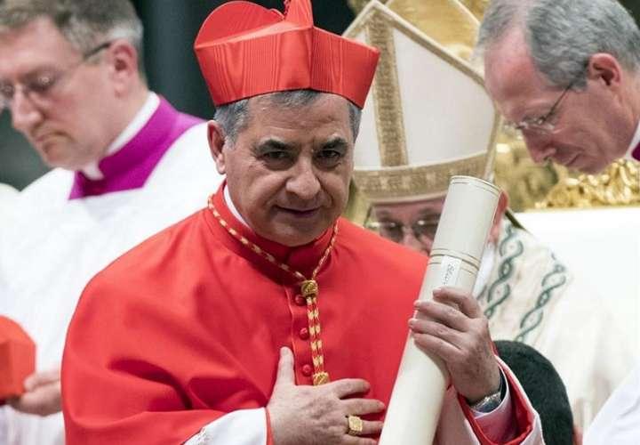 El exprefecto de la Congregación para las Causas de los Santos, el cardenal Angelo Becciu. EFE