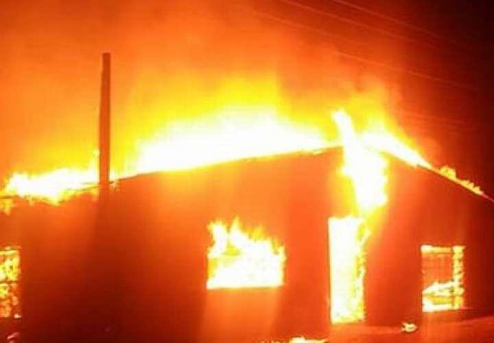Detienen a hombre que incendió la casa de su pareja