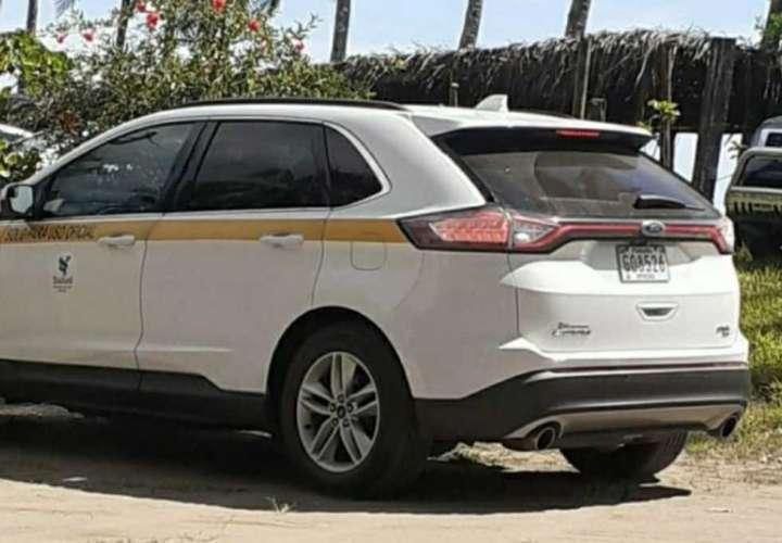 Sancionarán a conductor que utilizó auto del Estado para paseo en playa