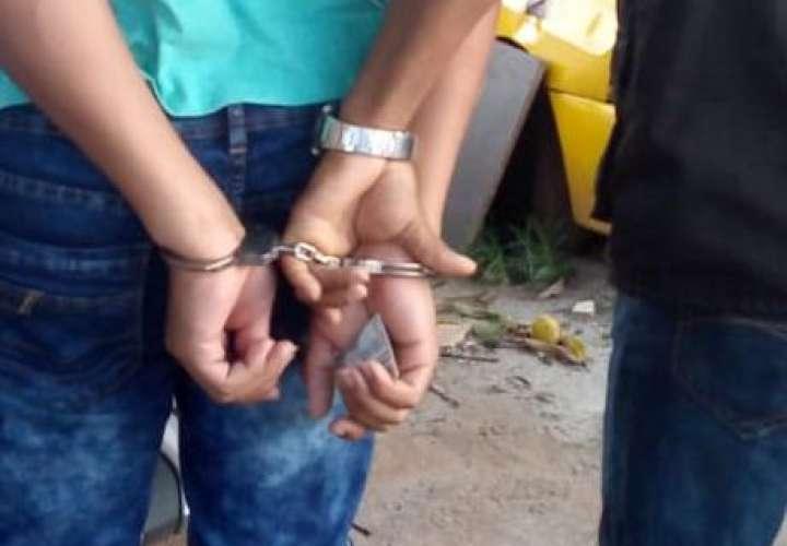 Atrapan a dos homicidas durante allanamiento en Colón