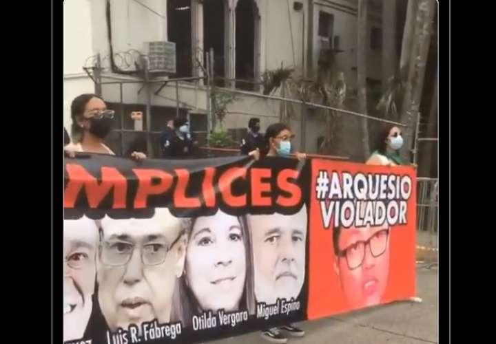 Protestan contra fallo que liberó de delitos sexuales a diputado Arquesio Arias