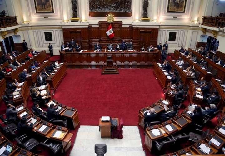 Vista general de una sesión plenaria del Congreso en Lima (Perú). Fotografía de archivo. EFE