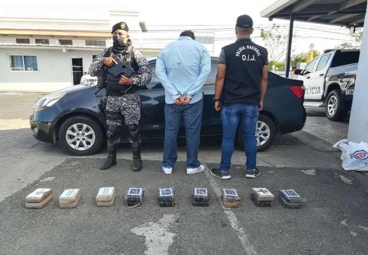 Unidades de la Policía Nacional aprehendieron a la altura de La Pesa en el distrito de La Chorrera, a un hombre quien mantenía 18 paquetes con presunta droga.