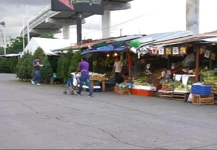 Vendedores informales de la Gran Estación en guerra por amenaza de desalojo