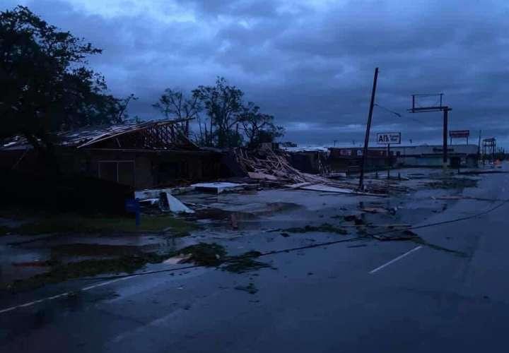 Planta petroquímica destruida por huracán Laura estalla en llamas en Luisiana