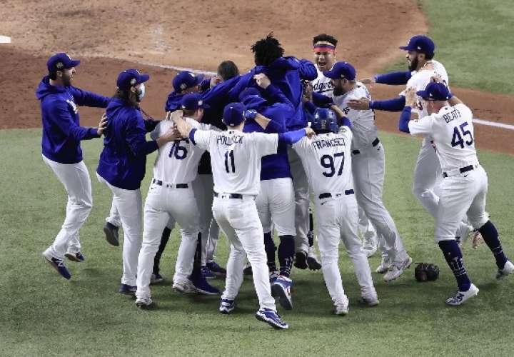 Dodgers ganan Serie Mundial y acaban sequía de 32 años