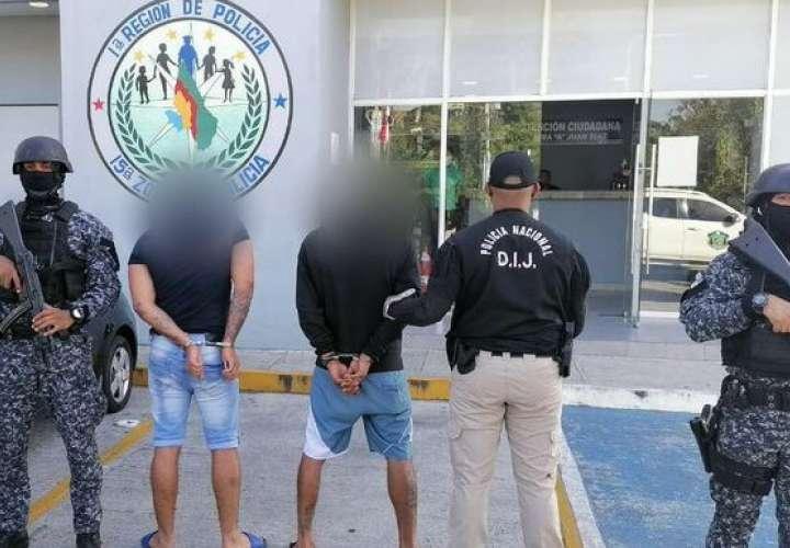 Atrapan a dos narcocriollos con 20 paquetes de droga en Juan Díaz