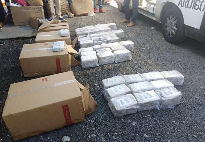 Cae conductor de panel con 122 paquetes de cocaína en Divisa