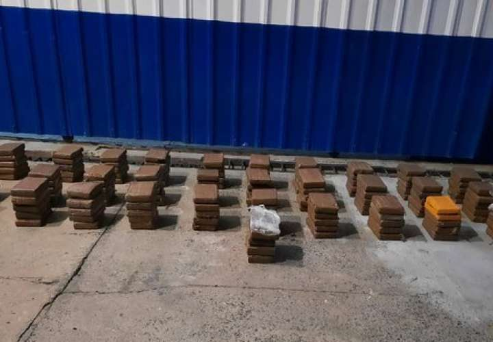 10 detenidos por transportar 155 paquetes de droga en yate [Video]