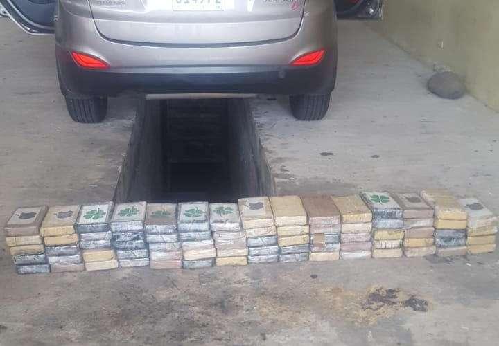Mujeres caen transportando 74 paquetes de droga en Guabalá