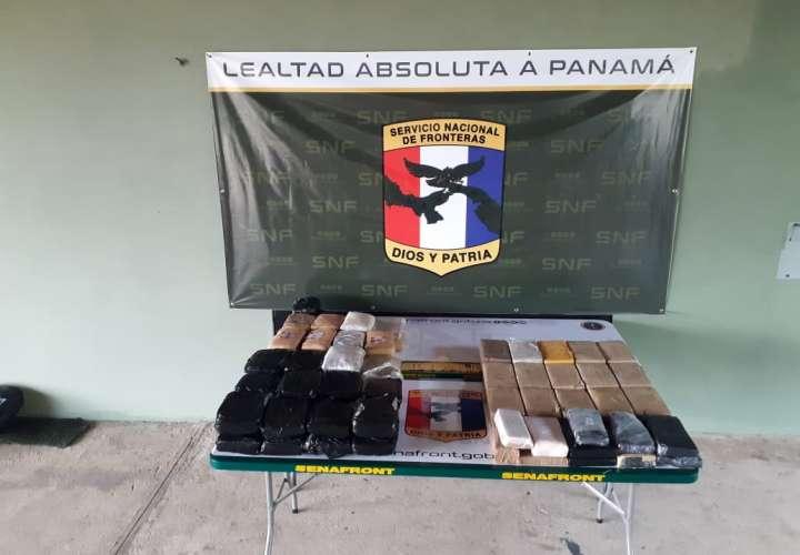 Incautan 83 paquetes de presunta cocaína y marihuana ocultos en lancha en Darién