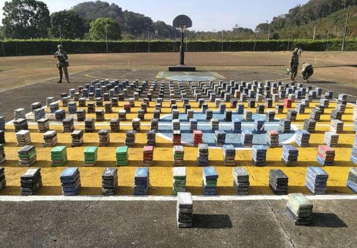 Dos lanchas preñadas de cocaína en Colón y 5 colombianos detenidos [Video]