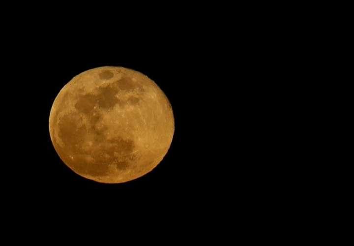 El eclipse lunar total comenzará a las 08.46 GMT del miércoles, con la Luna entrando en la parte más oscura de la sombra a las 09.45 GMT. EFE