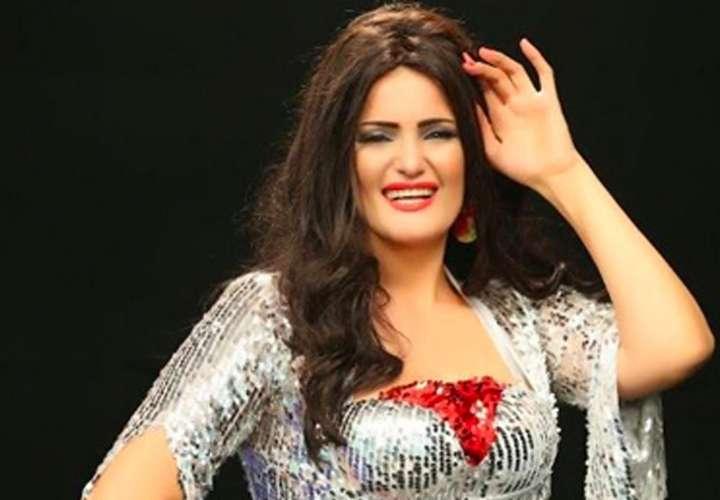 """Egipto condena a 3 años de cárcel a una bailarina por """"actos indecentes"""""""