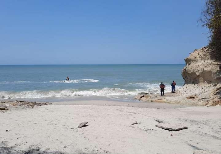 Embarcación artesanal ubica cuerpo de joven desaparecido en playa Río Mar