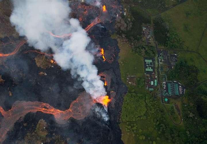La erupción del Kilauea es la más grande en décadas, destruyendo más de 40 casas hasta la fecha, y desplazando a miles. EFE
