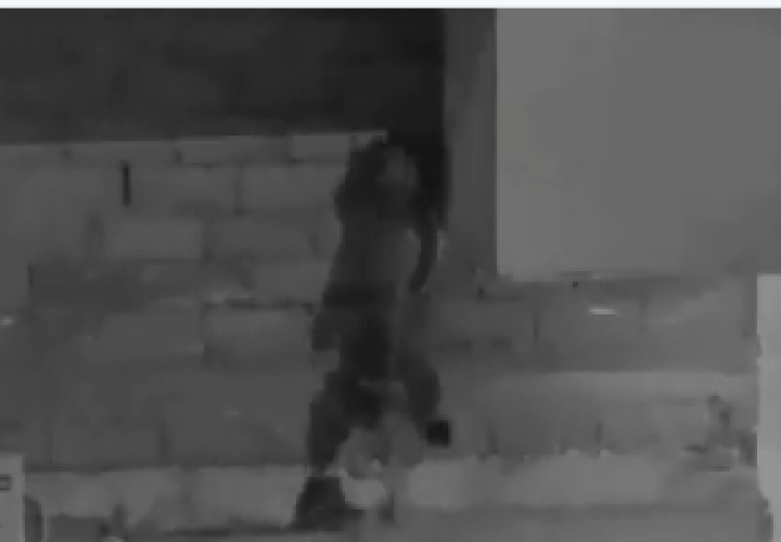 Usó la técnica del chimpancé para introducirse a un local y hurtar