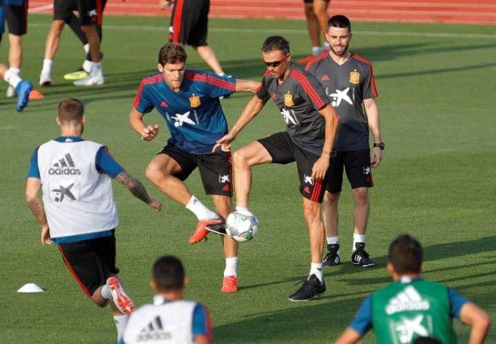 El seleccionador español Luis Enrique en el entrenamiento de la selección, para preparar los partidos de la Liga de Naciones./EFE