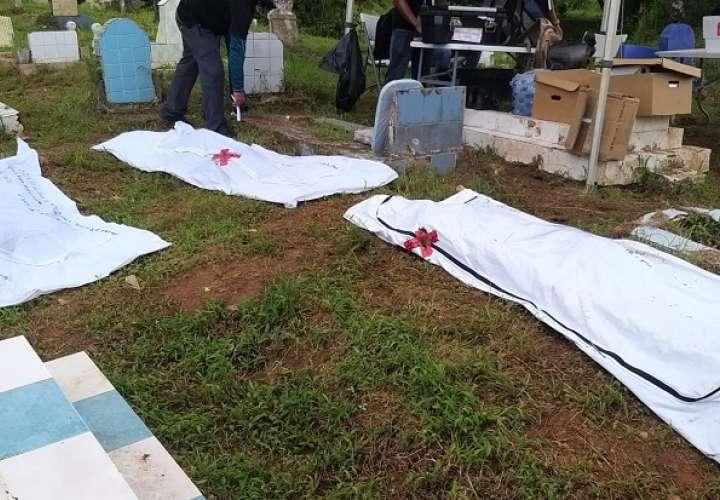 Fiscalía Superior de Descarga de Homicidio y Femicidio del área Metropolitana, culminó diligencia de exhumación en el cementerio de Monte Esperanza de Colón, donde se dio con el hallazgo de 8 bolsas con restos óseos, víctimas de la invasión.