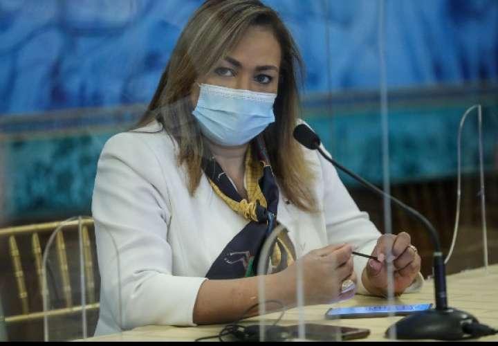 Ministra Ruiz rechaza amistad con vinculada en vacunación clandestina