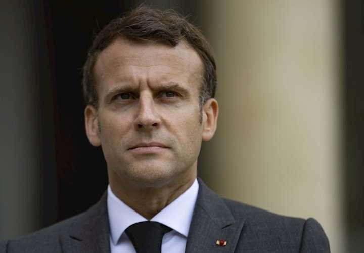 Emmanuel  Macron es abofeteado por un hombre durante un viaje oficial (Video)