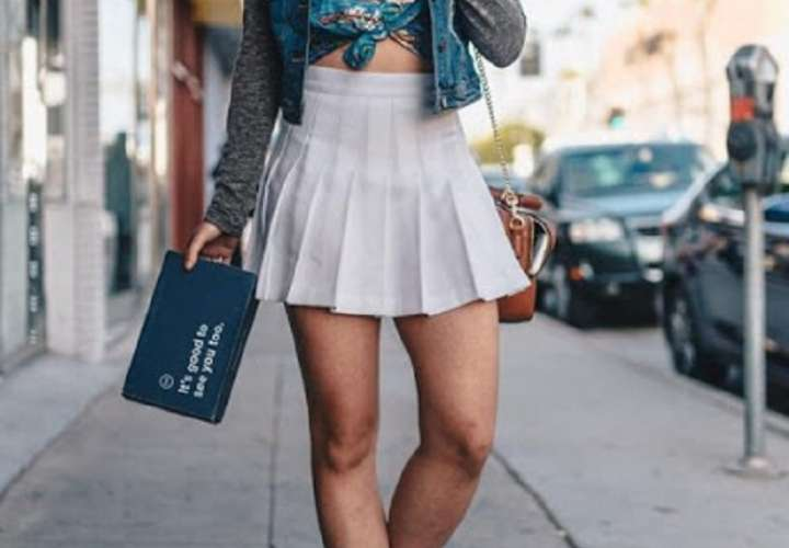 Colegio le impone a las madres no ir en minifaldas y escotes por mostrar de más