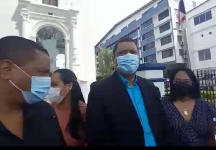 Presentan denuncia criminal contra médicos del Minsa por escándalo de hisopados