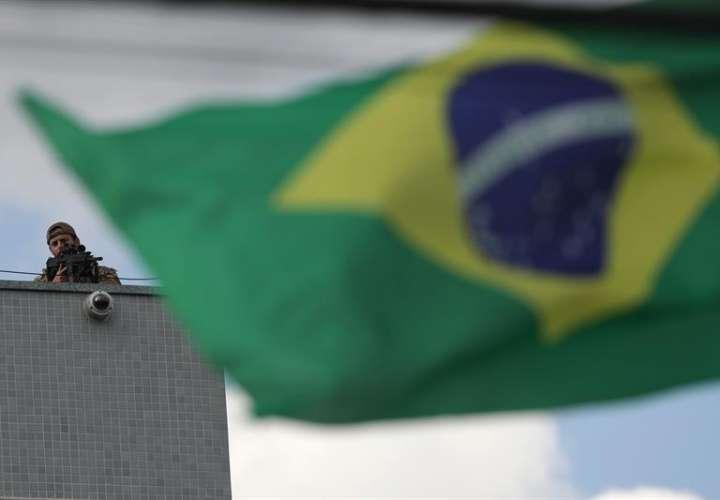 La propuesta fue rápidamente condenada por Amnistía Internacional, que alegó que esa medida supone una afrenta a la legislación brasileña e internacional y una falta de respeto a las reglas sobre el uso de la fuerza y de las armas de fuego. EFE/Archivo