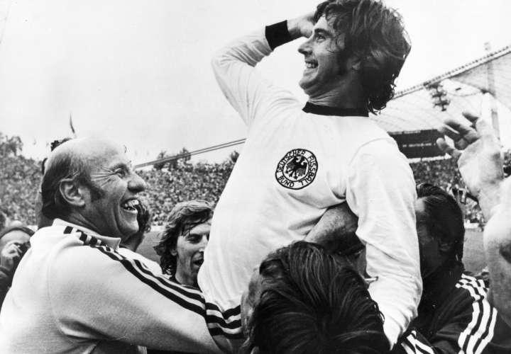 Gerd Mueller celebra el título del Mundial 1974. /Foto: EFE