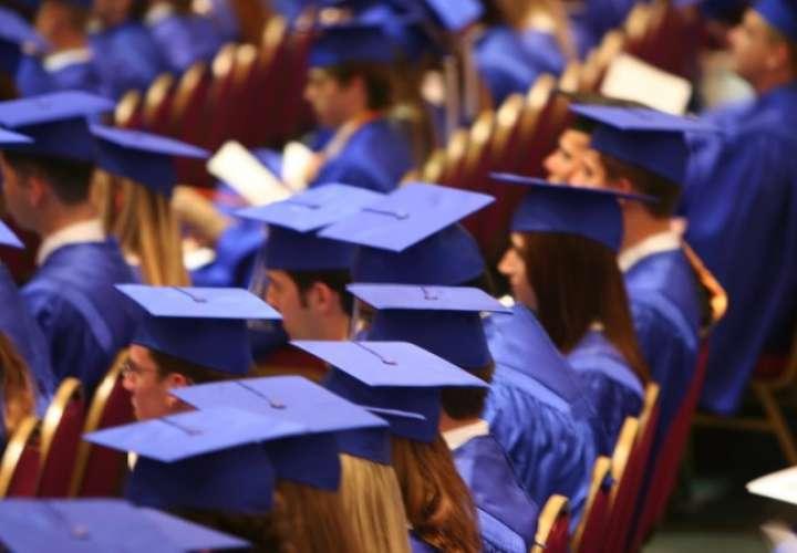 Suspenden actos de graduación por aumento de casos Covid-19