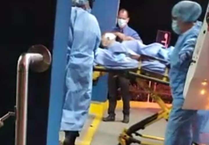 Policía le da un tiro en la espalda a un menor; familiares piden investigación