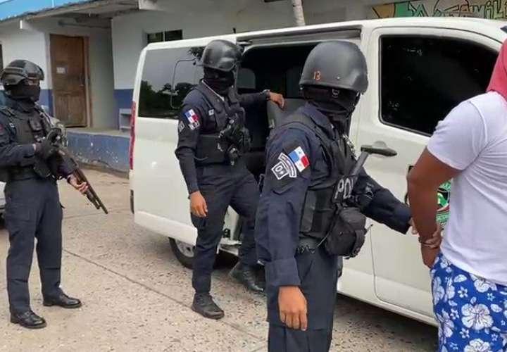 """Detienen a dos homicidas en El Chorrillo en operación """"Tridente"""""""