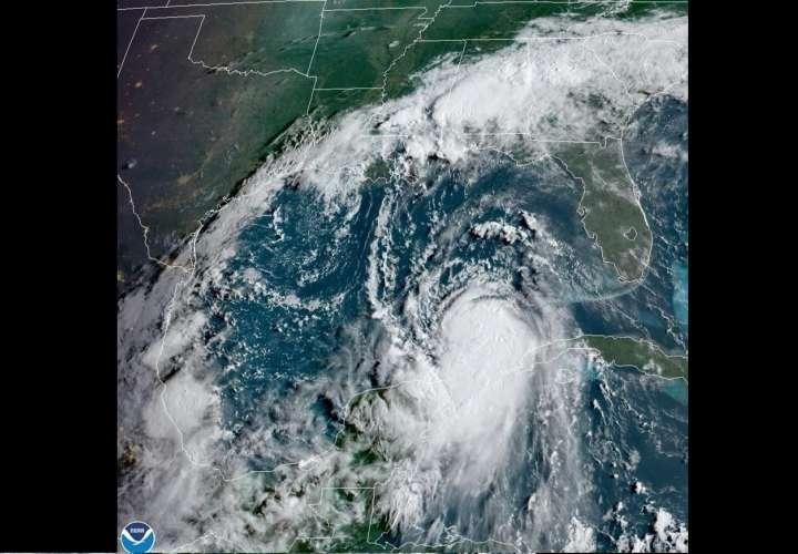 Huracán Laura toma fuerza en el Golfo de México para cita con Texas y Luisiana