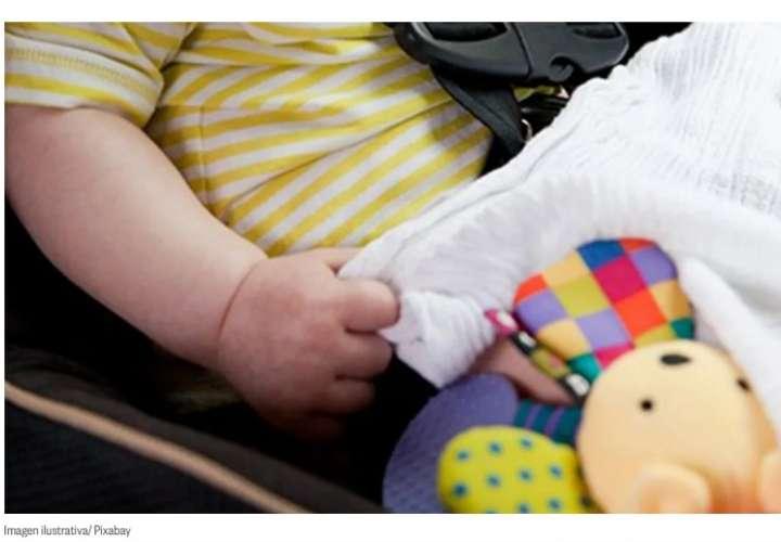 Dejó a su hija de 2 años, sola dentro del auto; linces la hallan sofocada