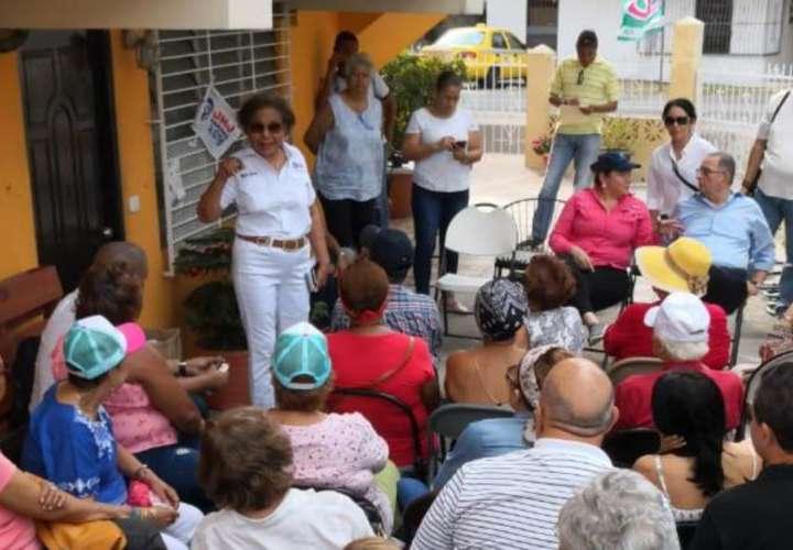 Más de 500 autos forrados con 'El Loco'