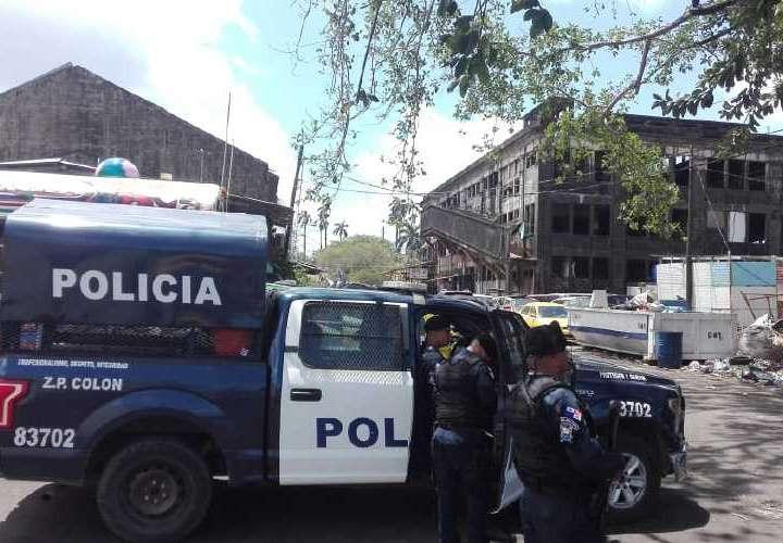 Momentos en que las unidades policiales llegaban al lugar de los hechos. Foto: Diomedes Sánchez