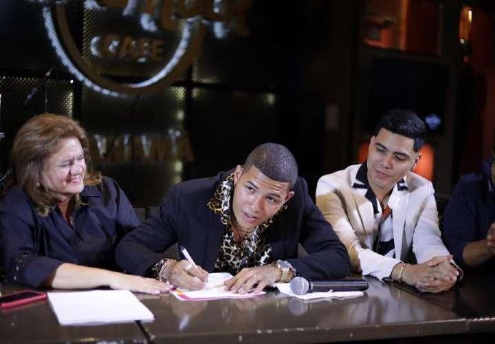 Boza firma contrato con Sony Music