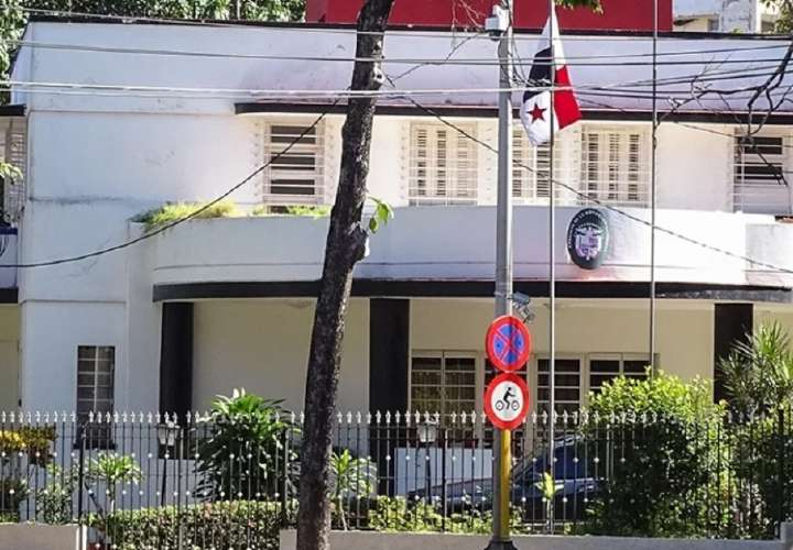 Cubanos inundan embajada de Panamá con solicitudes de visas