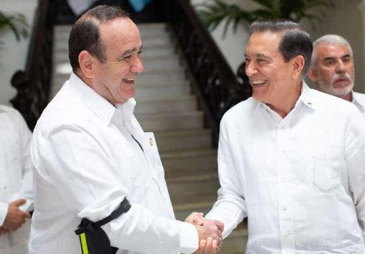 Presidente de Guatemala se reúne con 'Nito', 'El Loco',  Martín y 'El Toro'