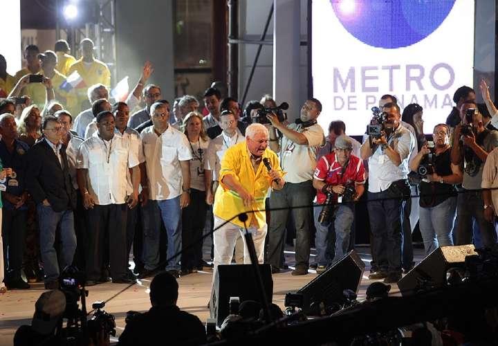 'El Loco' celebra cumpleaños del Metro
