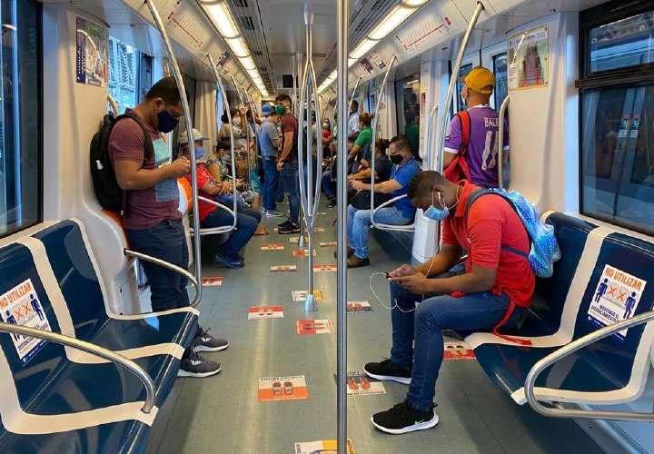 Deje de hablar por celular en el Metro y bus