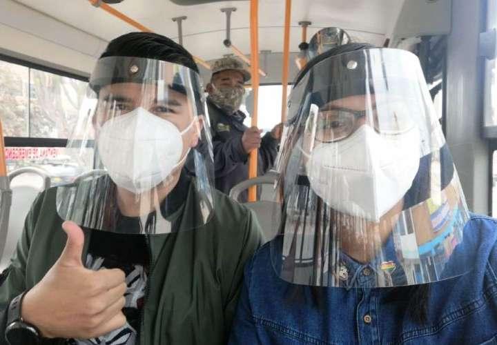 Si anda en metro o bus, use mascarilla y careta