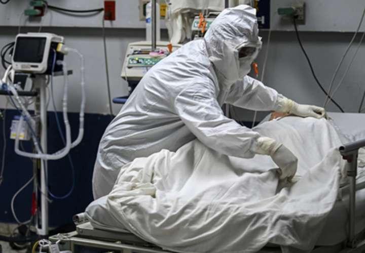 Récord de muertes: 52, y de hospitalizados: 2,127