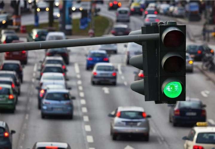Cachetada al país contratación sobre semáforos