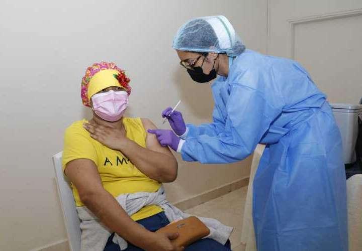 Vacunación de pacientes con cáncer se reanuda mañana