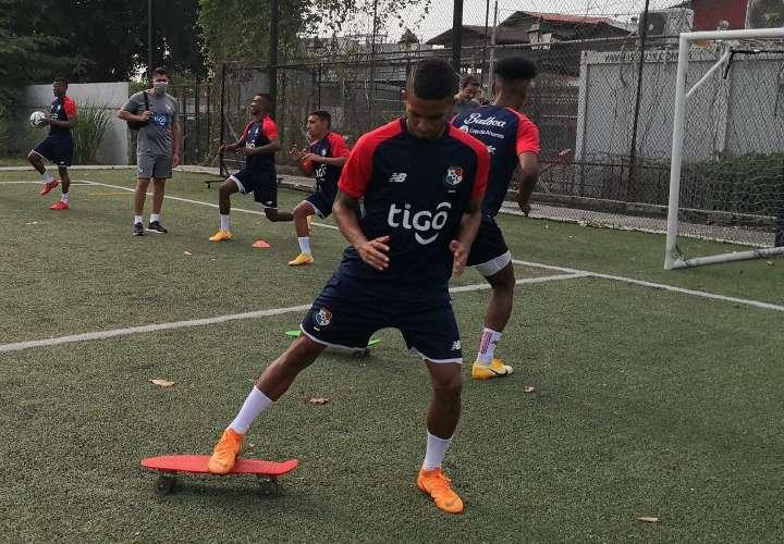 Adolfo Machado pide seriedad con próximos rivales de eliminatoria mundialista