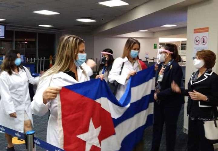 Extienden por 2 meses más presencia de médicos cubanos