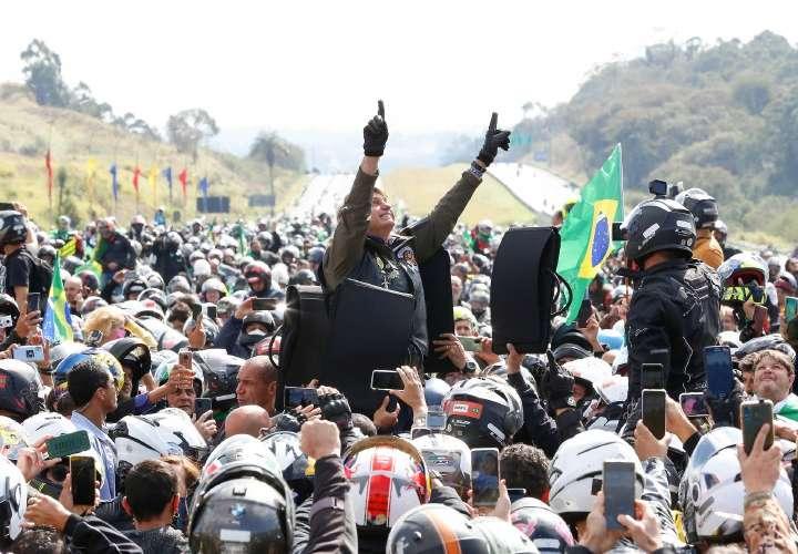 Bolsonaro se la rifa, ¡Dios por encima de todo!